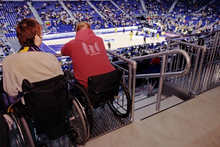Rollstuhlplätze_06.JPG